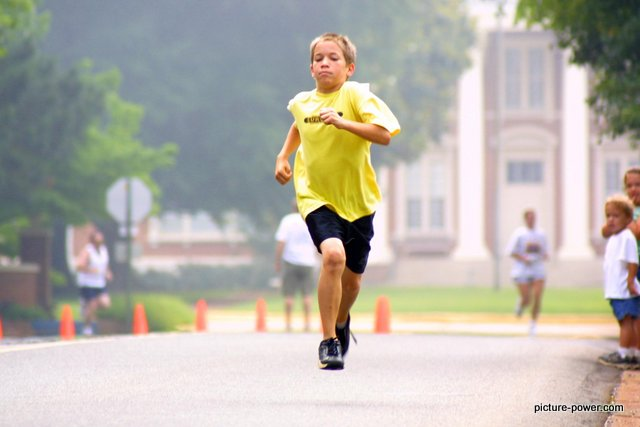 Sports Photography Tips - Use AI Servo mode to focus on people moving toward you.