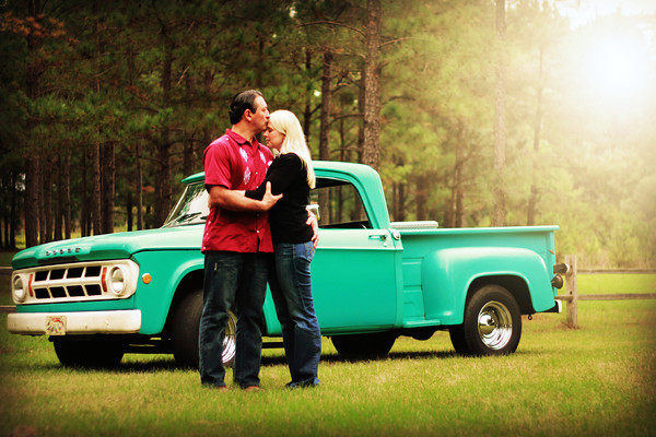 Engagement Photo Ideas | Classic Car (Photo by Scott Umstattd)